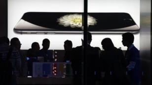 Apple a tiré 56 milliards de dollars des ventes d'iPhone au 4e trimestre 2014.