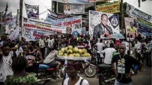 Des affiches électorales à Kinshasa.