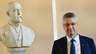 لوثار فيلير رئيس معهد روبرت كوخ الألماني للأمراض المعدية بعد مؤتمر صحافي حول فيروس كورونا المستجد في برلين في 28 تموز/يوليو 2020