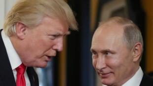 Donald Trump et Vladimir Poutine au Vietnam, le 11 novembre 2017.