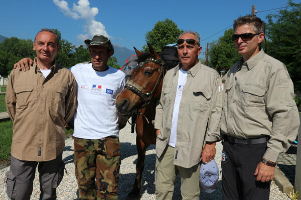 L'équipe des marcheurs, Emmanuel Hecht à gauche, Emmanuel Rimbert et Petar Nolev à droite.