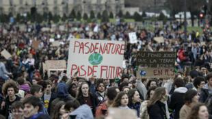 Un rassemblement contre le réchauffement climatique à Paris, le 15 mars 2019.