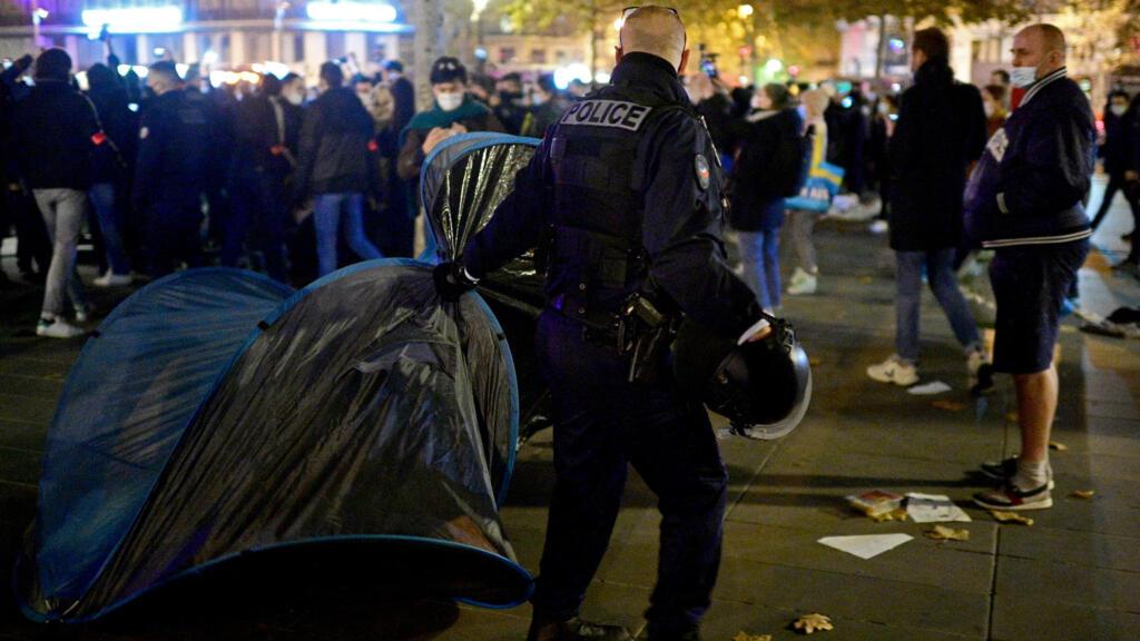"""La """"police des polices"""" saisie par Darmanin après l'évacuation violente de migrants à Paris"""
