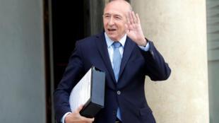 El ministro del Interior Gérard Collomb se va después de la reunión semanal del gabinete en el Palacio del Elíseo, en París el 18 de octubre