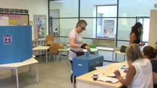 صناديق الاقتراع فتحت أبوابها في الساعة 7:00 (4:00 ت غ) - 17 سبتمبر/أيلول 2019