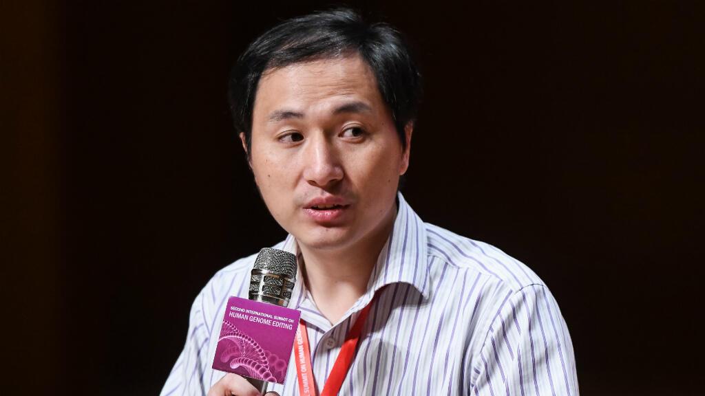 """Le chercheur chinois He Jiankui, """"père"""" des bébés présumés génétiquement modifiés, mercredi 28 novembre 2018, lors d'une conférence de presse à Hong Kong."""