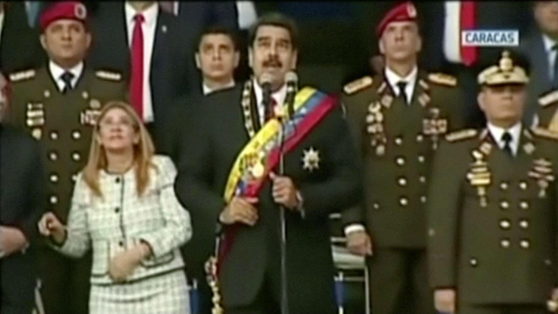 El presidente venezolano, Nicolás Maduro, reacciona durante un evento que fue interrumpido por un ataque con drones, fotograma tomado del video oficial del 4 de agosto de 2018, Caracas, Venezuela.