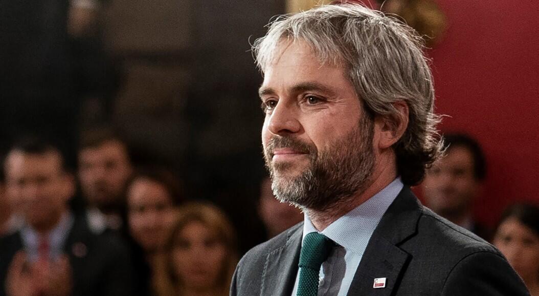 Archivo-Fotografía del exministro del Interior de Chile, Gonzalo Blumel, en Santiago, Chile, el 28 de octubre de 2019.