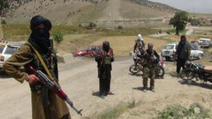 Des miliciens taliban dans le district d'Ahmad Aba, en Afghanistan, le 18 juillet 2017.