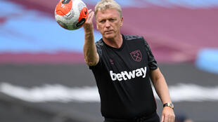 West Ham manager David Moyes is self-isolating after testing positive for coronavirus