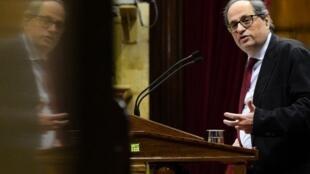 Quim Torra, alors député de Barcelone, à la tribune du Parlement catalan, le 1er mars.