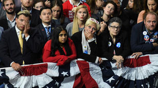 Les supporteurs d'Hillary Clinton ont du mal à cacher leur stupeur.