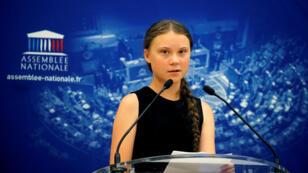 La activista ambiental sueca Greta Thunberg pronuncia su discurso ante  miembros del Parlamento francés en la Asamblea Nacional en París, Francia, el 23 de julio de 2019.
