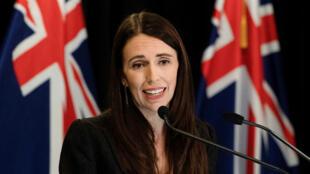 رئيسة وزراء نيوزيلندا جاسيندا أرديرن رحبت بقرار فيس بوك.