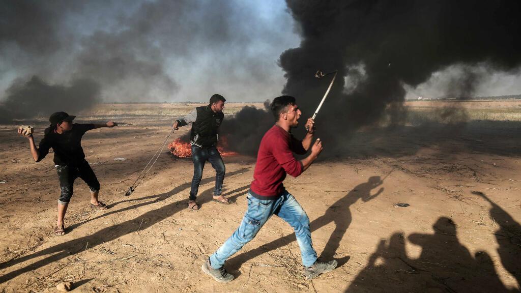 Des Palestiniens protestant contre les violences israéliennes, le 1er avril.