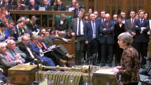 رئيسة الوزراء البريطانية تيريزا ماي أمام البرلمان في 21 يناير/كانون الثاني 2019