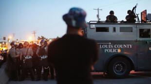 Depuis la mort, le 9 août, d'un adolescent noir tué par la police, la ville de Ferguson est en proie à des émeutes.
