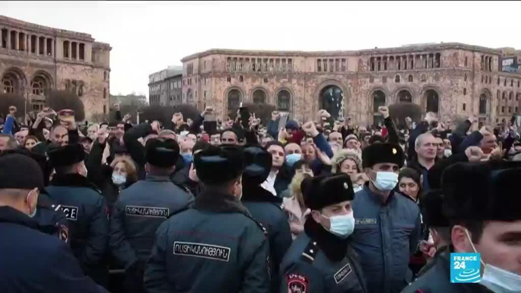 2021-02-26 09:08 Crise politique en Arménie : mobilisation des opposants et des soutiens à Pachinian