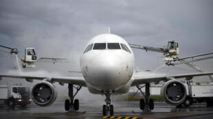 Un Airbus A320 sur le tarmac à l'aéoroport Roissy Charles de Gaulle.