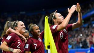 L'Anglaise Jodie Taylor celèbre son but qui a permis à l'Angleterre d'ouvrir le score contre l'Argentine, le 14 juin 2019.