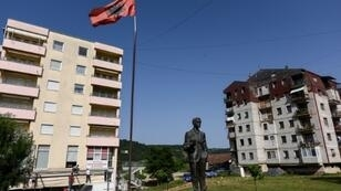 A project in Kamenica in eastern Kosovo aims to help get the town's Albanian and Serb communities talking