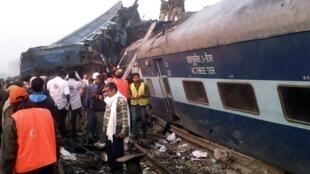 Le train express Patna-Indore a déraillé dans la nuit du samedi au dimanche 20 novembre 2016.