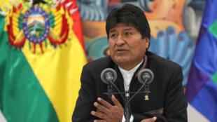 El presidente de Bolivia, Evo Morales, en una comparecencia hoy miércoles ante los medios en La Paz tras dos días de protestas en el país por la sospecha de un fraude electoral a su favor.