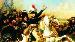 الجنرال نابوليون بونابرت يقود الجيش الفرنسي في معركته ضد المماليك بالقرب من الجيزة أثناء حملته على مصر عام 1798