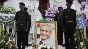 """Funérailles d'Yves Lambelin, l'un des quatre """"disparus du Novotel"""", le 2juillet 2011 à Abidjan."""