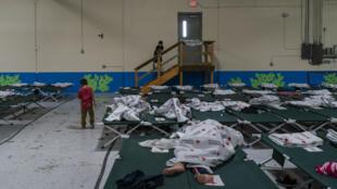 Des enfants dans un espace de repos mis à disposition par une association, à El Paso, au Texas, en avril.