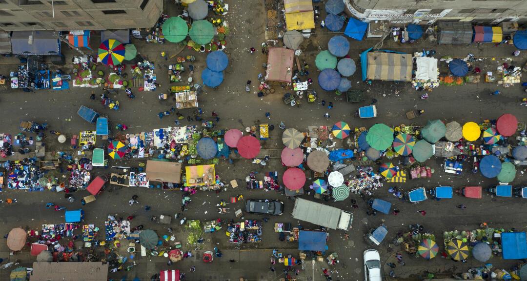 El mercado de La Parada en el distrito de La Victoria en Lima, Perú, durante la pandemia de coronavirus.