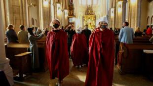 protestas polonia handmaids tale aborto