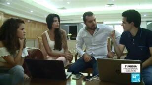 Avec quelques amis, Mohamed Guedira(à droite) a fondé un site web pour rendre la politique plus accessible.