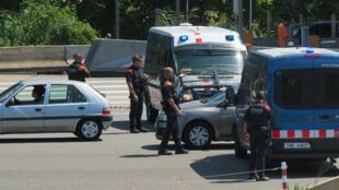 Des véhicules de police à la frontière franco-espagnole.
