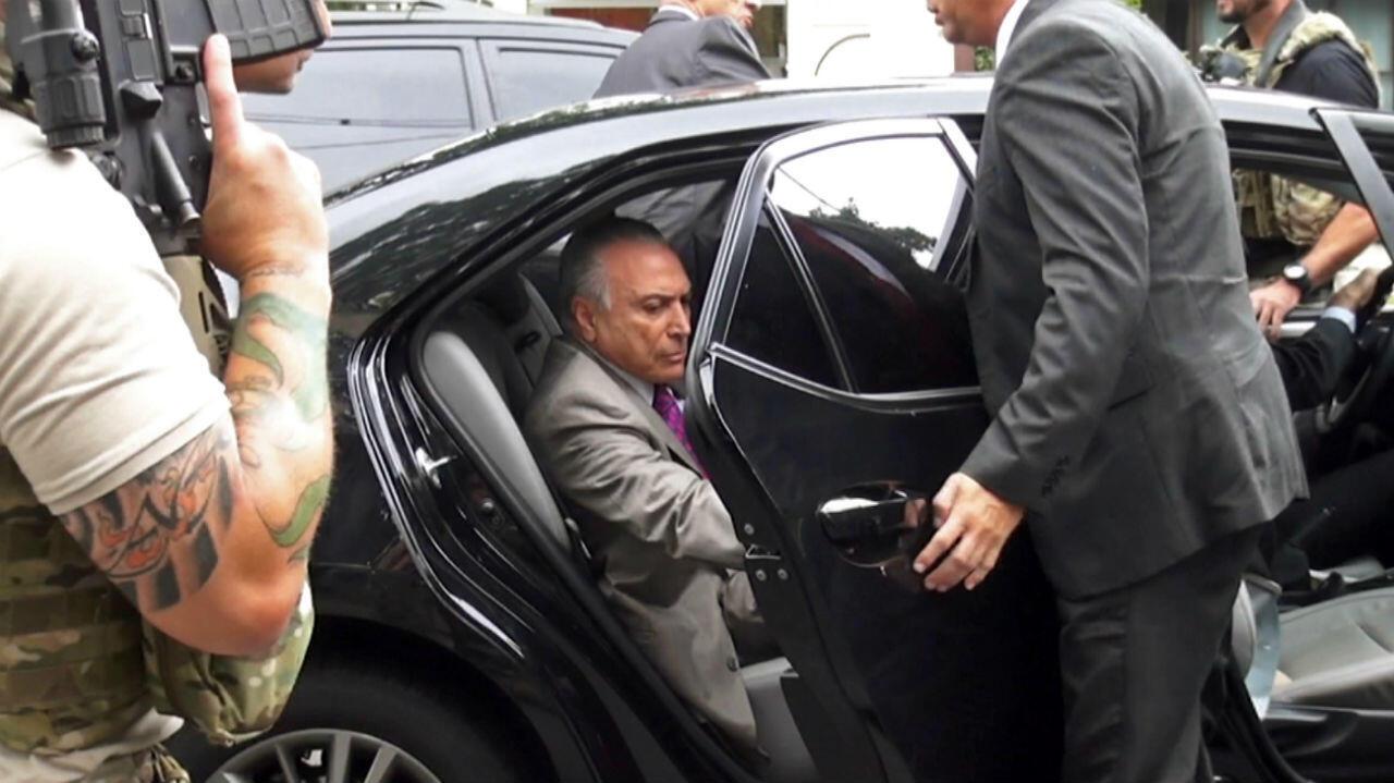 Grabación de video que muestra al ex presidente de Brasil Michel Temer, subiendo a un vehículo después de ser arrestado el 21 de marzo de 2019.