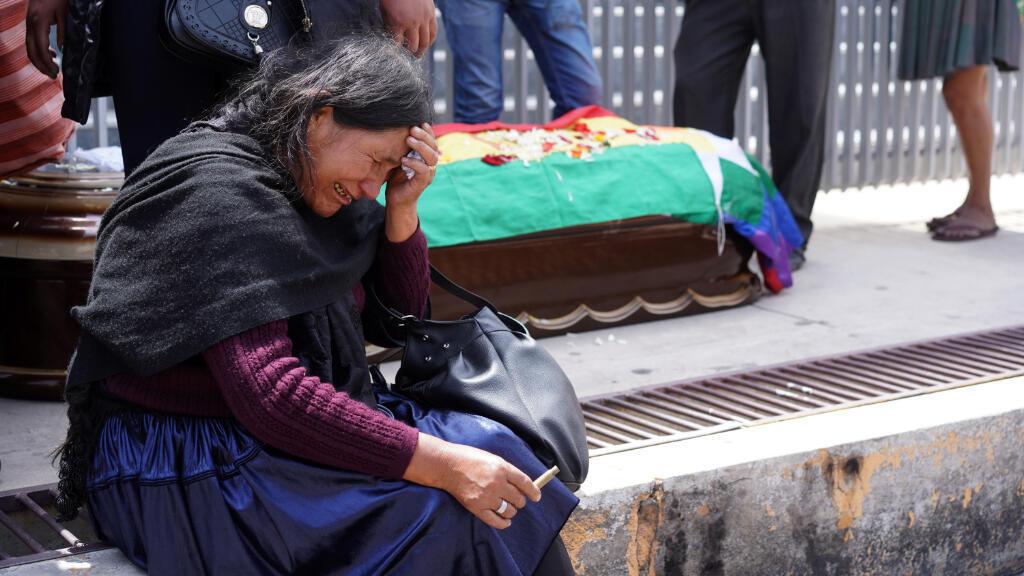 Una mujer llora a uno de los muertos que se registraron tras los enfrentamientos el viernes 15 de noviembre en Sacaba, Cochabamba, Bolivia. 16 de noviembre de 2019.