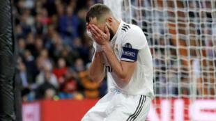 El francés Karim Benzema se lamenta en el partido contra el Ajax en el Santiago Bernabéu, en Madrid. 5 de marzo de 2019