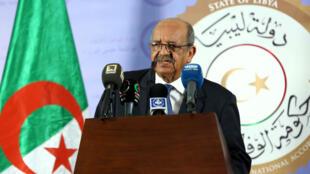Le ministre des Affaires étrangères, Abdelkader Messahel, lors d'une conférence de presse à Tripoli, le 21 avril 2017.
