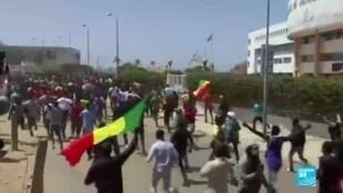 2021-03-08 18:01 Contestation au Sénégal : l'opposant Ousmane Sonko inculpé mais libéré