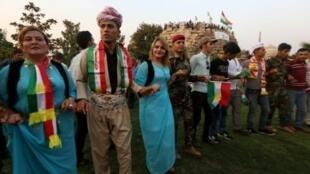 أكراد عراقيون يشاركون في تجمع لتشجيع السكان على المشاركة في الاستفتاء المرتقب حول الاستقلال