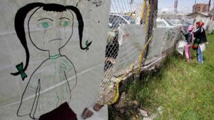 Una madre colombiana denuncia la presunta violación de su hija de 13 años el 5 de diciembre de 2007 en Bogotá