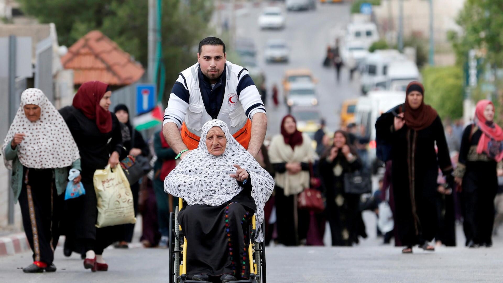 Los palestinos se dirigen a las primeras oraciones del Ramadán el viernes en la mezquita Al-Aqsa de Jerusalén, en Belén, en la Cisjordania ocupada por Israel, el 10 de mayo de 2019. Fotografía tomada el 10 de mayo de 2019