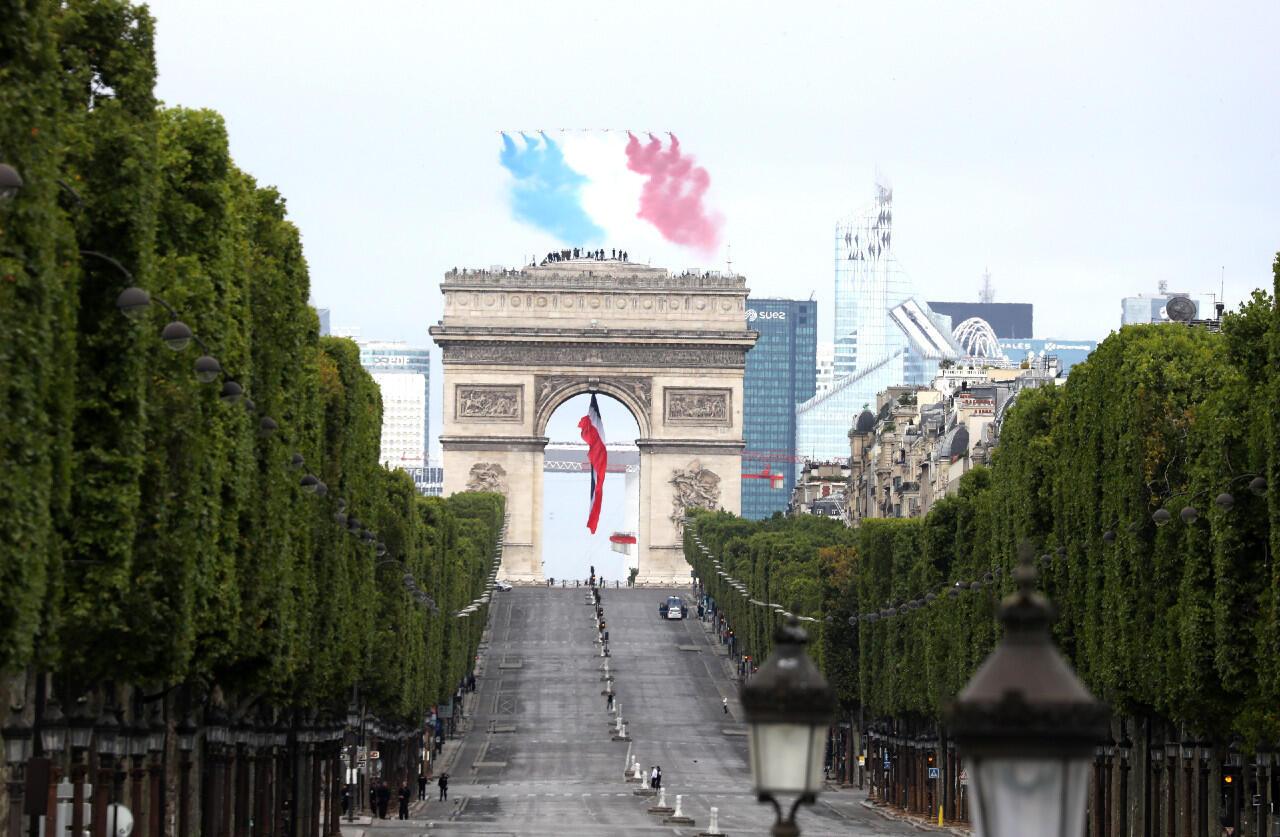 السلطات الفرنسية ألغت جزء كبيرا من العرض العسكري التقليدي في جادة الشانزيليزيه خلال العيد الوطني بسبب جائحة فيروس كورونا. 14 يوليو 2020