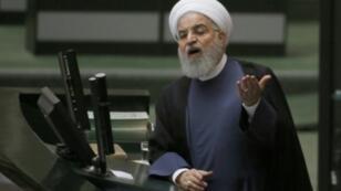 الرئيس حسن روحاني خلال جلسة الاستجواب في مجلس الشورى الإيراني، 28 أغسطس/آب 2018