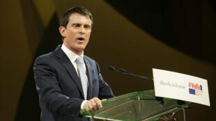 Manuel Valls lors d'un meeting entre les deux tours de la primaire de la gauche, le 26 janvier 2017 à Alfortville.