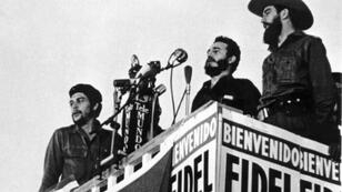 In this picture from 1959, Fidel Castro (center) delivers a speech next to Camilo Cienfuegos (right) and Che Guevara (left)