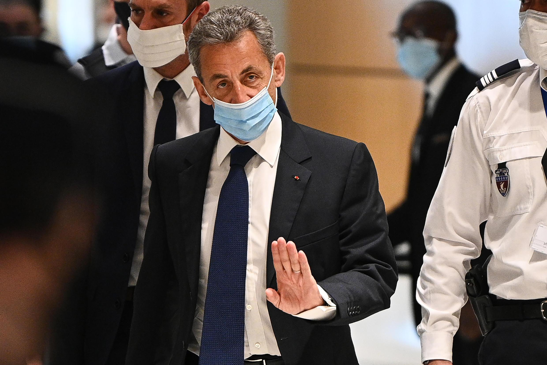 """L'ex-président de la République Nicolas Sarkozy à la sortie de son procès à Paris, où il a été condamné à 3 ans de prison dont un ferme """"corruption et trafic d'influence"""" , le 1er mars 2021"""