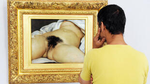 Le tableau de Gustave Courbet, peint en 1866, est exposé au Musée d'Orsay depuis 1995.