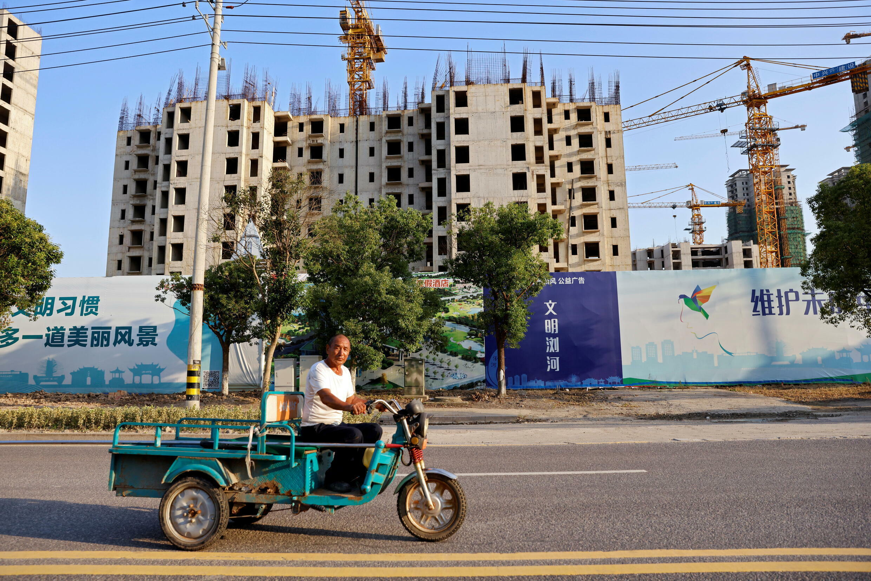 _3_CBUSINESS-US-CHINA-EVERGRANDE-DEBT-HOUSEHOLD