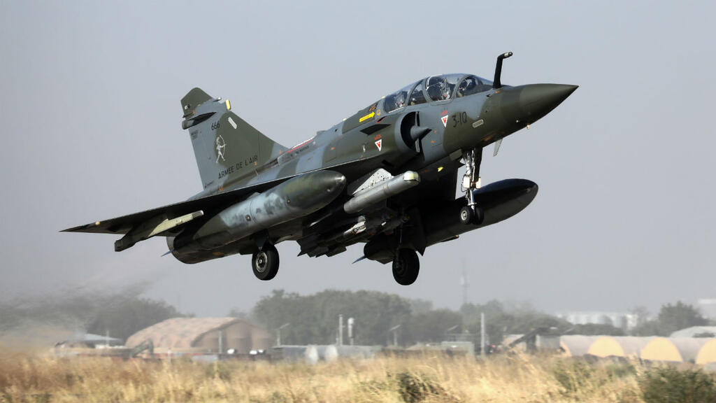 French Mirage 2000 jets strike vehicles that entered Chad